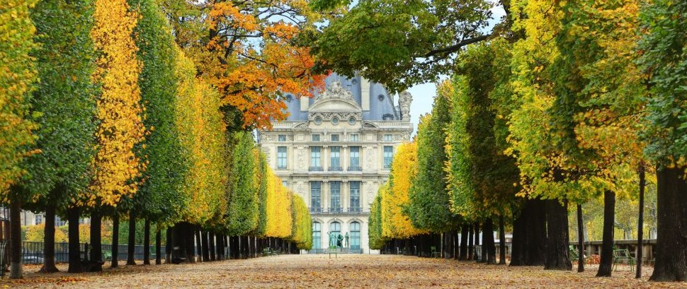 Autumn in Paris, by the Musee du Louvre, France © Flynt | Dreamstime 21851866