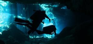 Cenote near Playa del Carmen, Mexico © Andamanse | Dreamstime 48502450