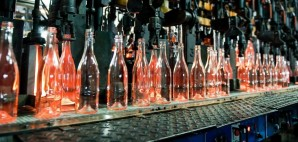 Bottle Factory © Aleksandr Kiriak | Dreamstime 30802434