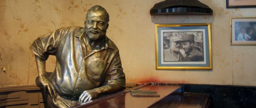 Ernest Hemingway Statue at El Floridita, Havana, Cuba © Betty Leung   Dreamstime 32771552