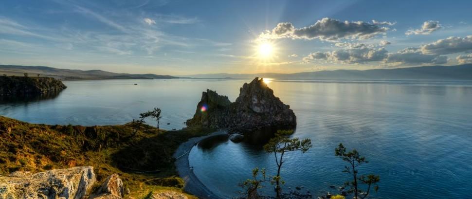 Lake Bikal, Russia © Demerzel21 | Dreamstime 35103920