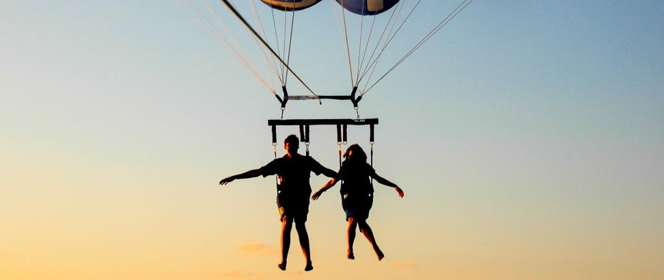 Parachute Couple © Evbuh15 | Dreamstime75880558