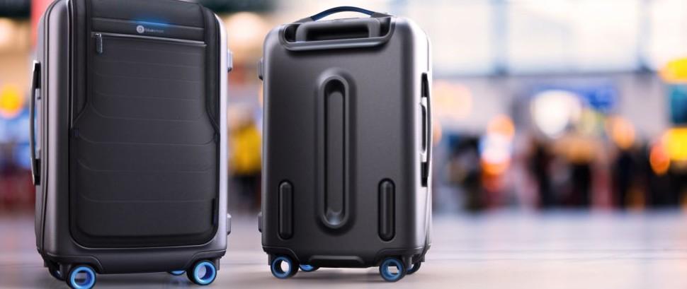 Two Bluesmarts in Airport © Bluesmart Inc