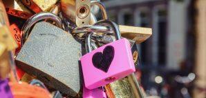 Love Locks in Amsterdam, Netherlands © Yuliya Heikens | Dreamstime 67260689