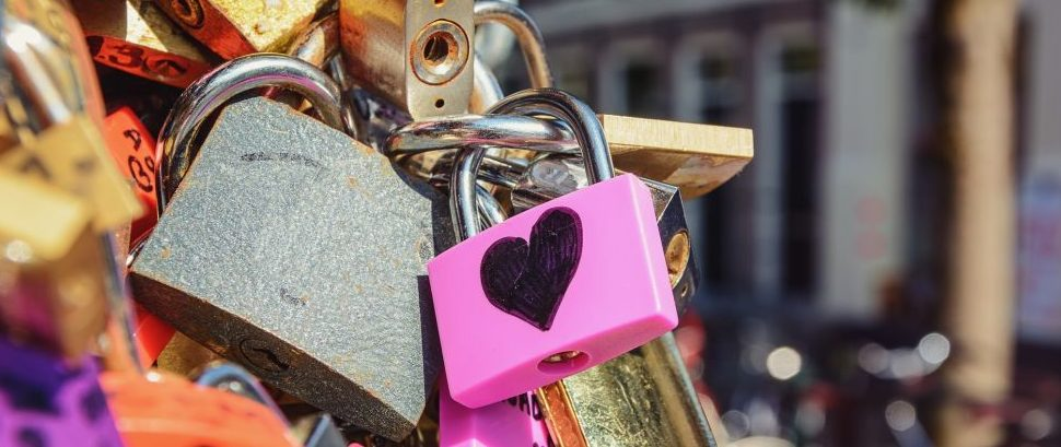 Love Locks in Amsterdam, Netherlands © Yuliya Heikens | Dreamstime 67260689