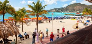 St. Maarten Beach © Ruth Peterkin | Dreamstime 33282377