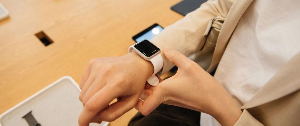 Apple Watch Series 2 © Ifeelstock | Dreamstime 77347201