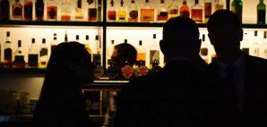 Bar © Rafael Ben-ari | Dreamstime 40424157
