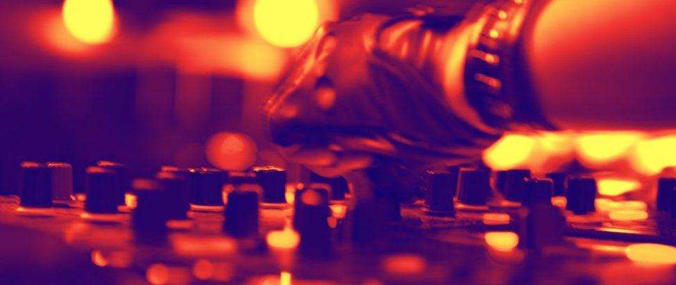DJ Mixer © Sad444 | Dreamstime 29258782