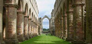 Fountains Abbey, Yorkshire, England © Mauro Bighin | Dreamstime 16180276