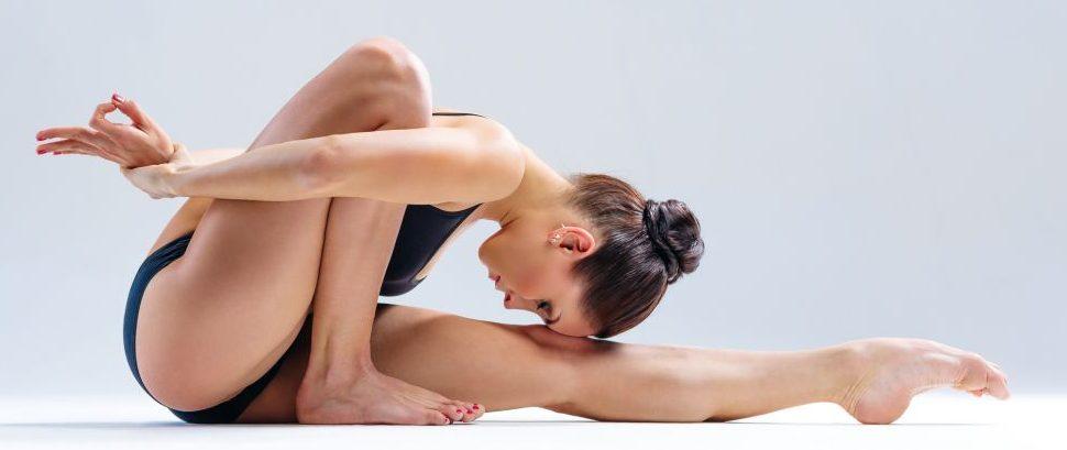 Stretch Yoga © Sanches1980 | Dreamstime 53183449