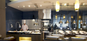 Buffet Restaurant© Jackbluee   Dreamstime 35287467
