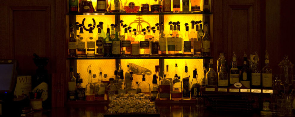 Bar © Jackbluee | Dreamstime 38263872