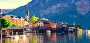 Hallstattersee Lake, Austria © Betelgejze | Dreamstime 76210942