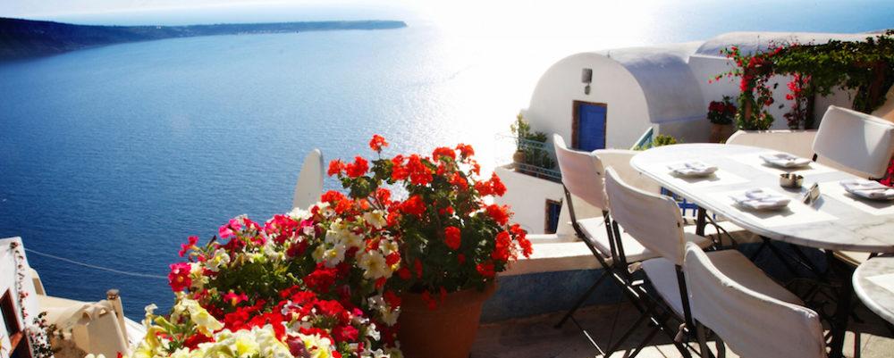 Santorini Restaurant © Dphotos | Dreamstime.com
