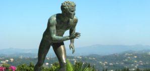 runner statue, Greece © Andrei Florin Trentea | Dreamstime