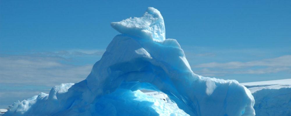 Iceberg © Raldi Somers   Dreamstime.com