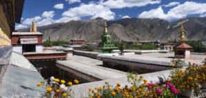 Samye Montesary, Tibet © Steve Allen | Dreamstime.com